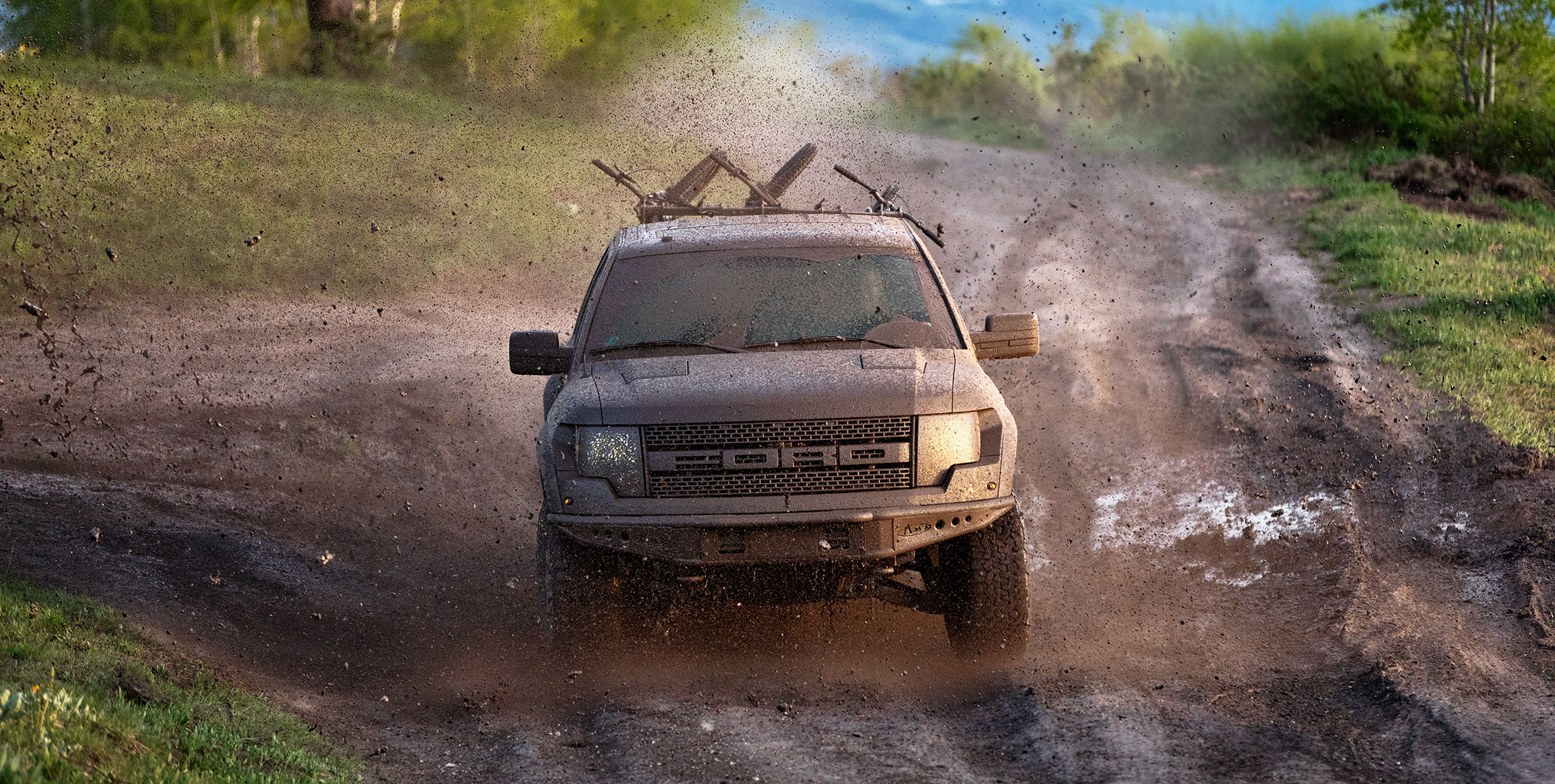ford_raptor_mud_rally