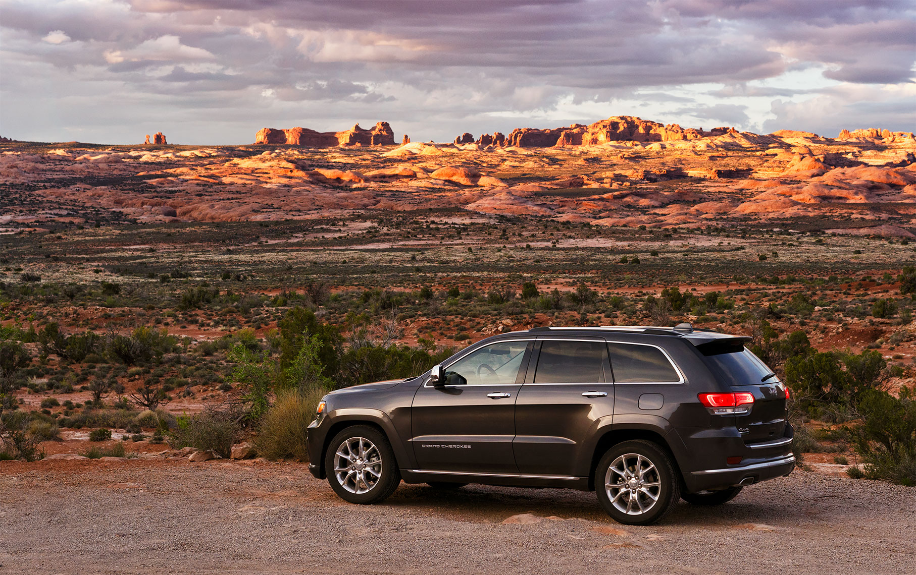 jeep_grand_cherokee_arches_sunrise