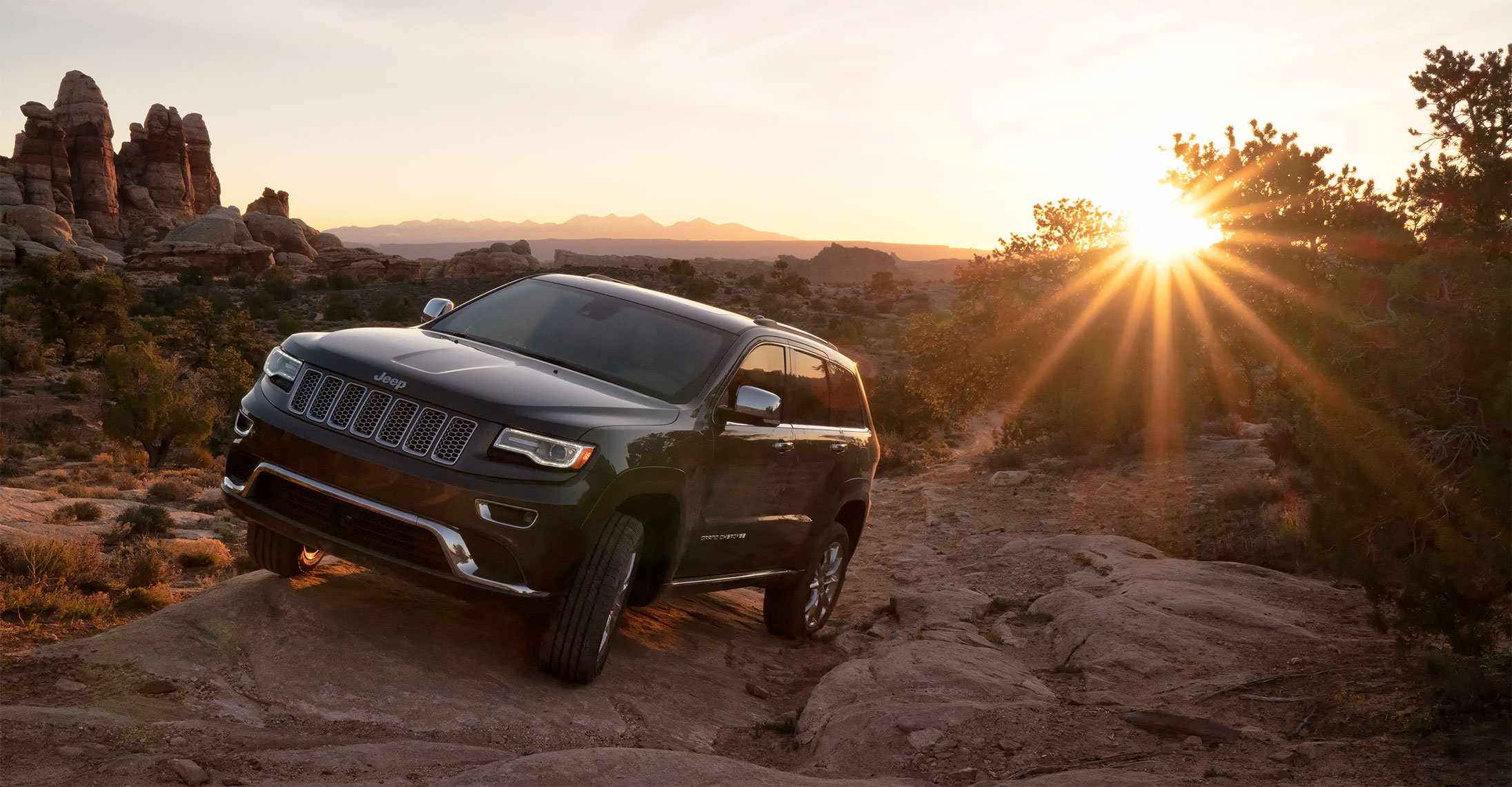 jeep_grand_cherokee_rocky_sunset_tight