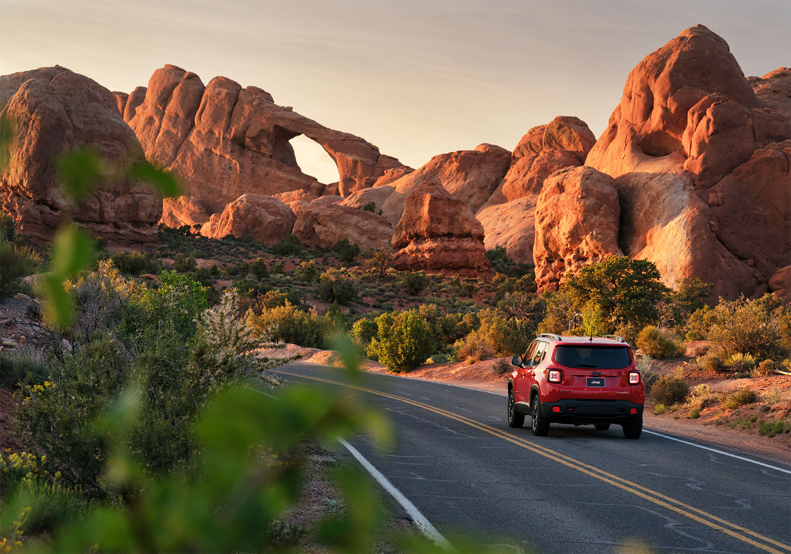 jeep_renegade_arches_sunrise