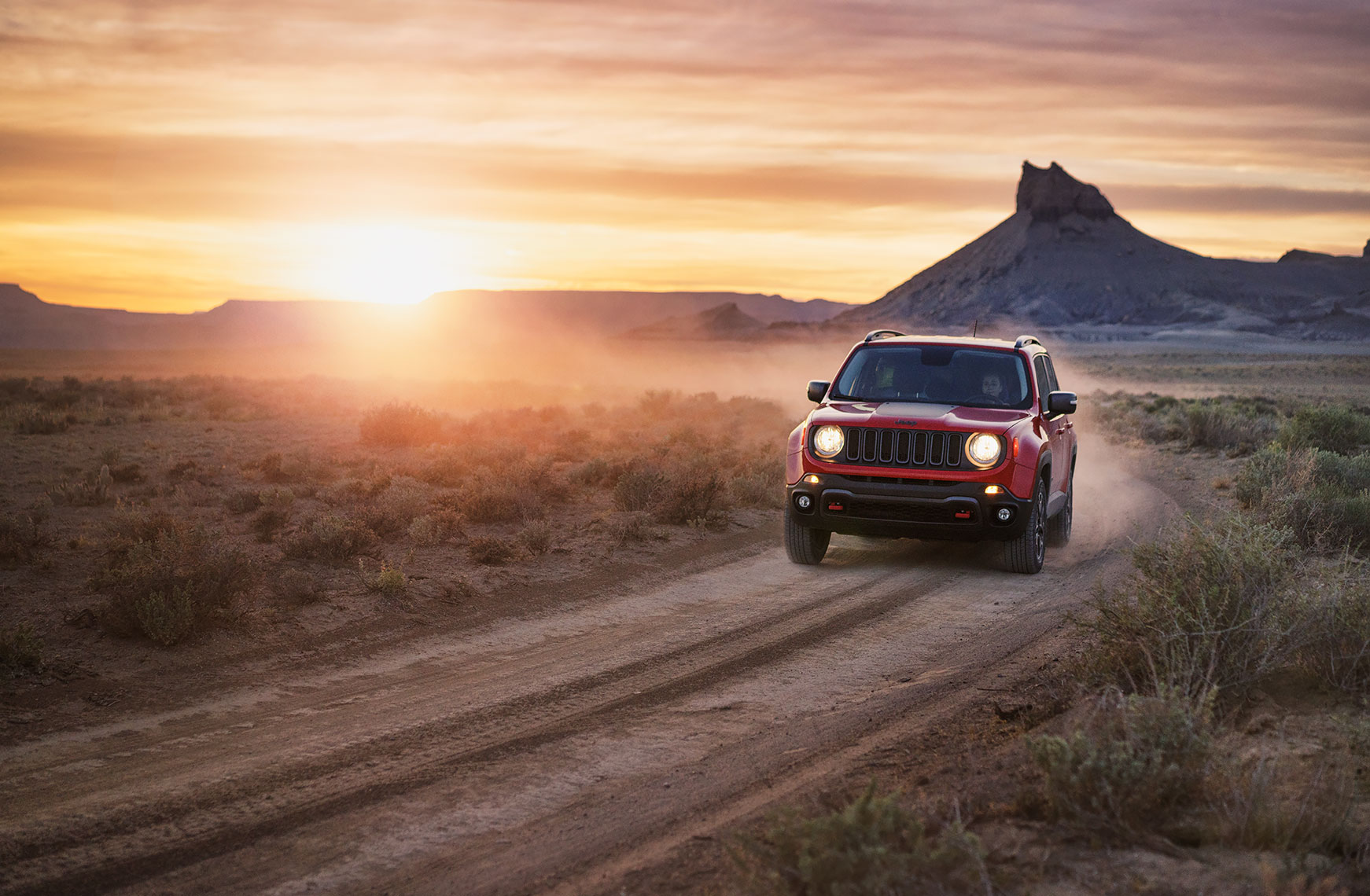 jeep_renegade_dusty_sunset