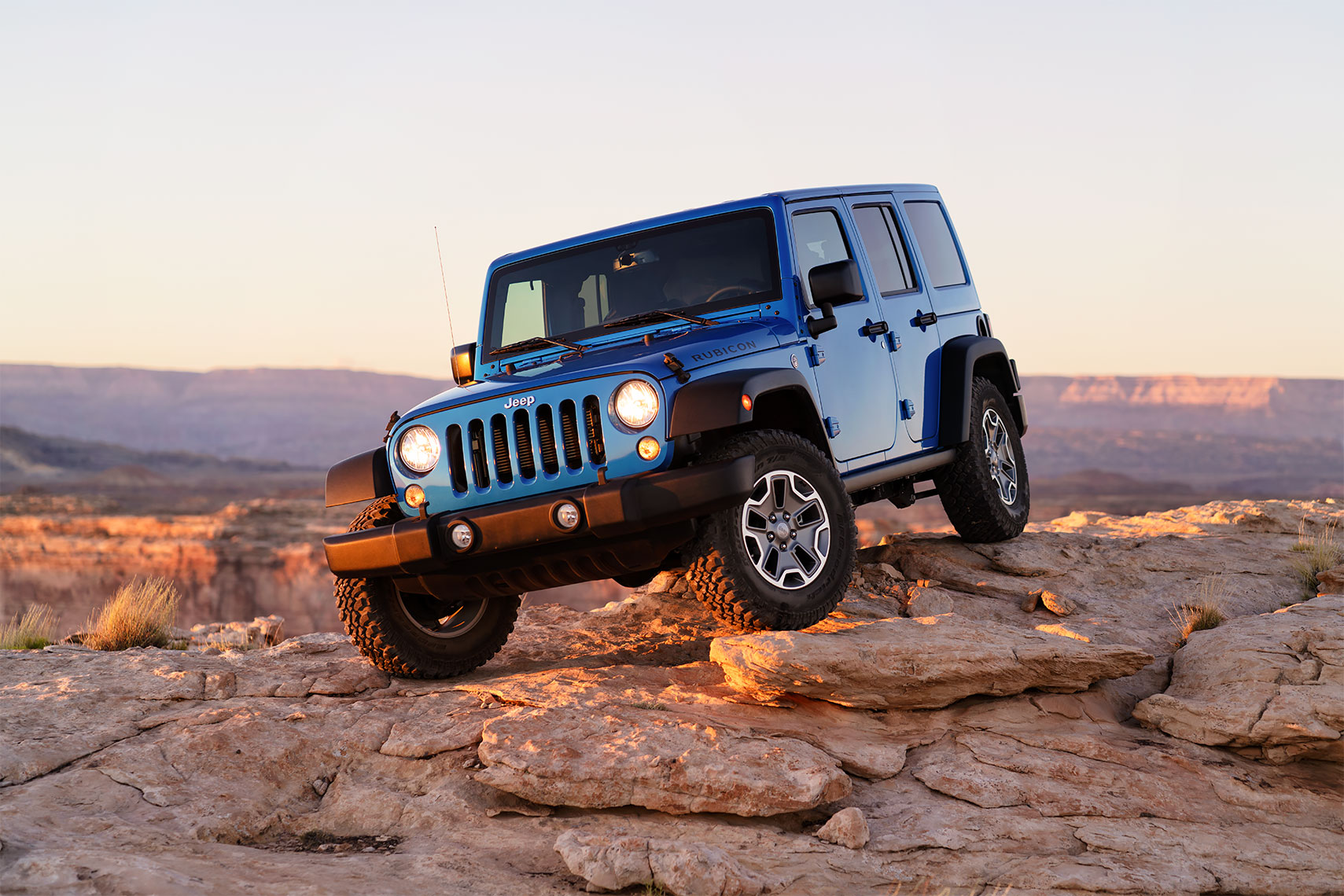 jeep_wrangler_rocky_sunset_tight