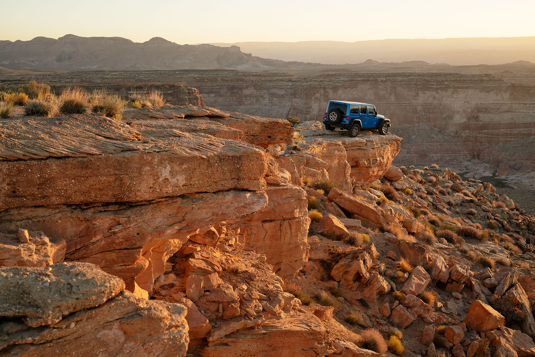 jeep_wrangler_rocky_sunset_wide